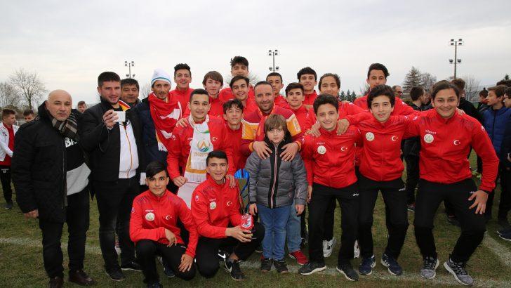 Başkan Tekintaş, Gençlerimiz Hem Kendilerini Hem de Futbollarını Geliştiriyorlar