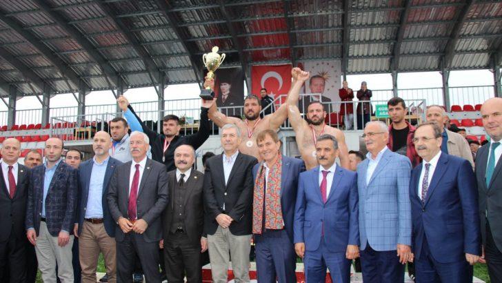 Kırkpınar Başpehlivanı Recep Kara'dan Çifte Şampiyonluk