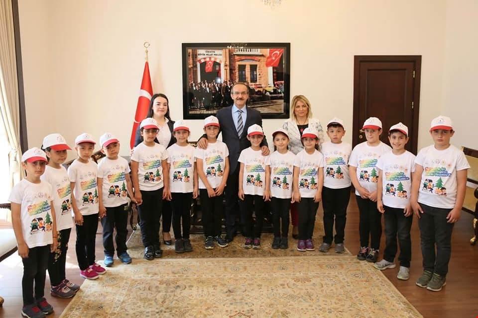Vali Yavuz, Okuma Etkinliği Gerçekleştiren Öğrencileri Kutladı