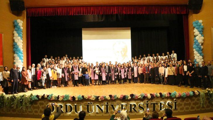 Tıp Fakültesinin Yeni Öğrencileri Beyaz Önlüklerini Giydi