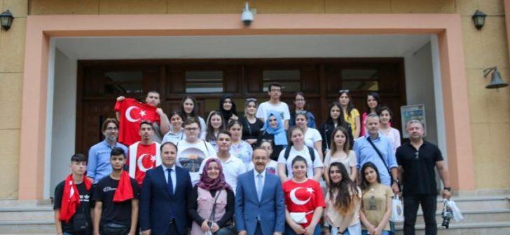 Yurtdışından Gelen Öğrenciler, Vali Yavuz'un Konuğu Oldu
