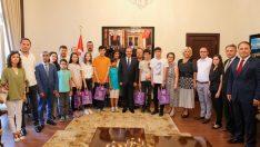 Vali Yavuz, LGS'de Tam Puan Alan Öğrencileri Ödüllendirdi