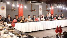 Vali Seddar Yavuz, tayini çıkan Mülki İdare Amirleri onuruna veda yemeği düzenledi.