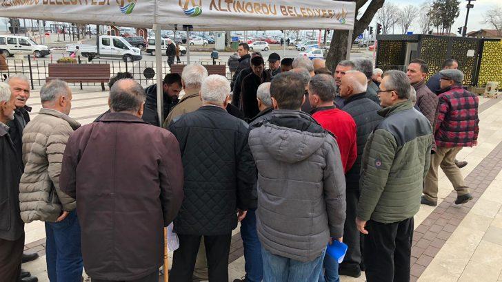 ALTINORDU BELEDİYESİ'NDEN VATANDAŞLARA KANDİL SİMİDİ İKRAMI